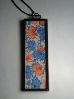55 B - Blue and red flowers